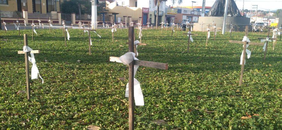 Grupo presta homenagem às 121 vítimas fatais da COVID-19 em Bragança