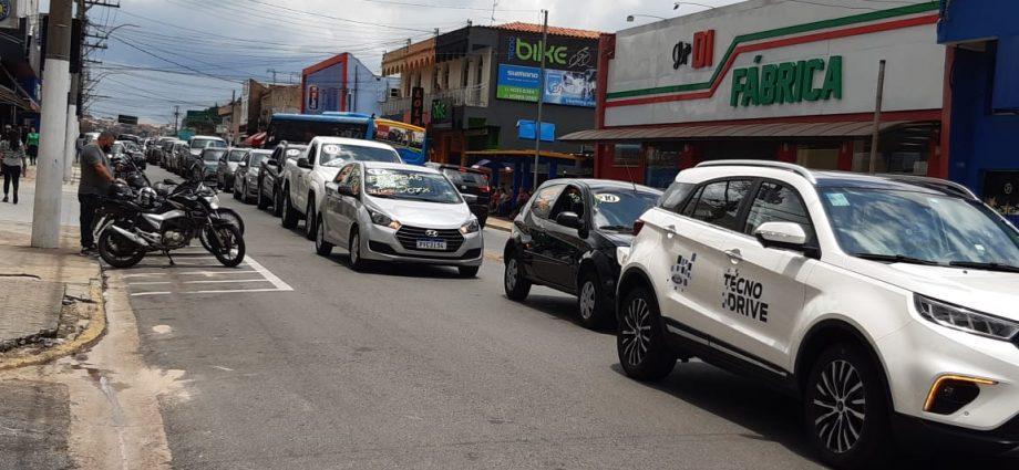 Comerciantes de carros usados de Bragança protestam contra alta do ICMS