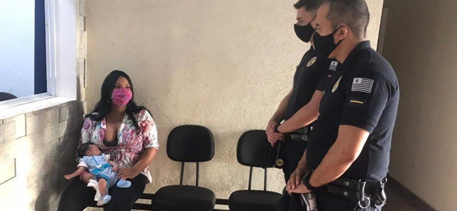 Guarda Civil de Atibaia salva bebê engasgado