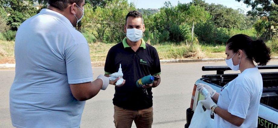 Força- Tarefa distribui álcool e máscaras nos bairros Vista Alegre e São José, em Bragança Paulista, dias 20 e 28, respectivamente.