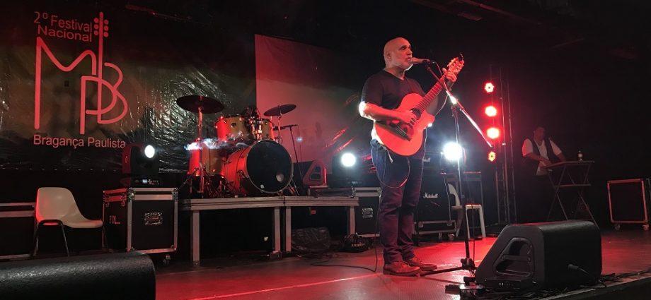 """Finalista do """"The Voice +"""" participou do Festival de MPB de Bragança Paulista. O cantor Zé Alexanddre ficou em 4º lugar em 2019."""