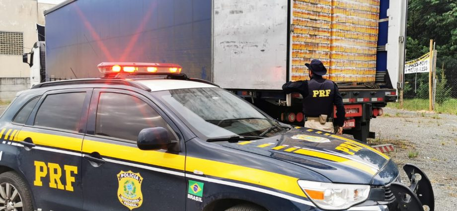Polícia apreende 126 mil latas de cervejas na Fernão Dias