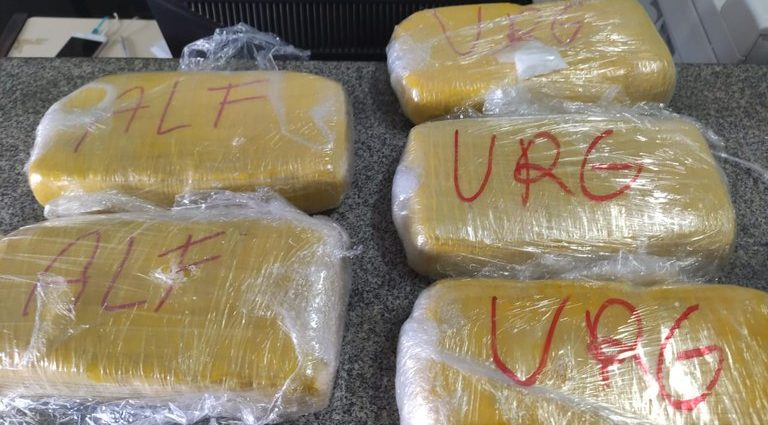 Polícia apreende 5 tabletes