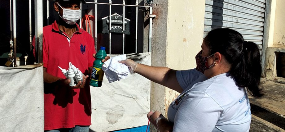 Força-Tarefa distribui álcool e máscaras dia 6 no Jardim Lago do MoinhoForça-Tarefa distribui álcool e máscaras dia 6 no Jardim Lago do Moinho