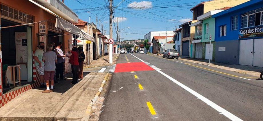 Prefeitura volta atrás e vai desfazer ciclovia na Avenida São Lourenço, em Bragança Paulista, após pressão de comerciantes.