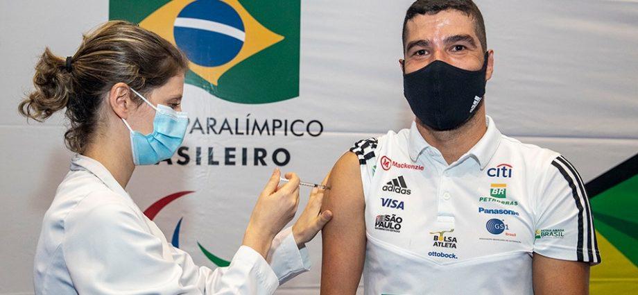 Rumo a Tóquio, Daniel Dias é vacinado contra COVID-19. Vacinação é requisito essencial para participar dos Jogos Paralímpicos.
