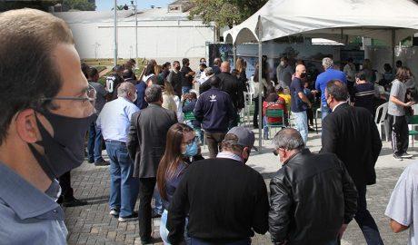 Enquanto leitos de UTI e enfermaria continuam lotados e medidas restritivas aumentaram no final de semana, Prefeitura e deputado Edmir Chedid continuam a realizar eventos com aglomeração.