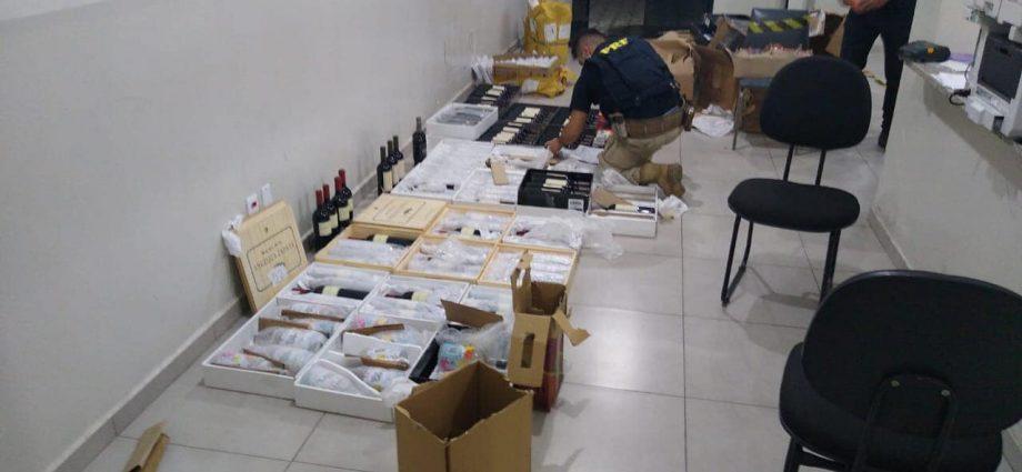 PRF apreende vinhos importados, telefones e perfumes na Fernão Dias