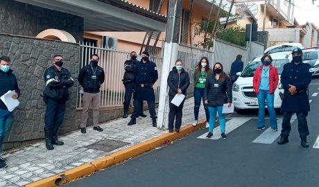 Serra Negra inicia fiscalização de positivados com COVID-19. Equipes vão até as residências para ver se famílias cumprem os protocolos.